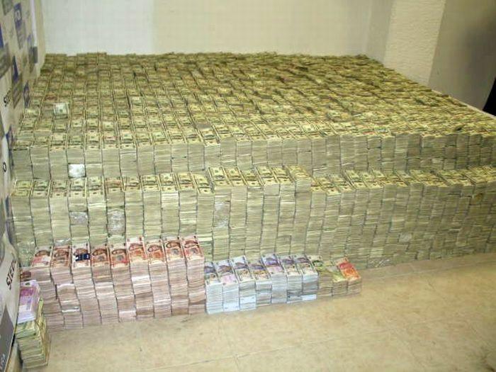 Tässä kasassa ennen laskemista arvioitiin olevan yli 200 miljoonaa dollaria rahaa.